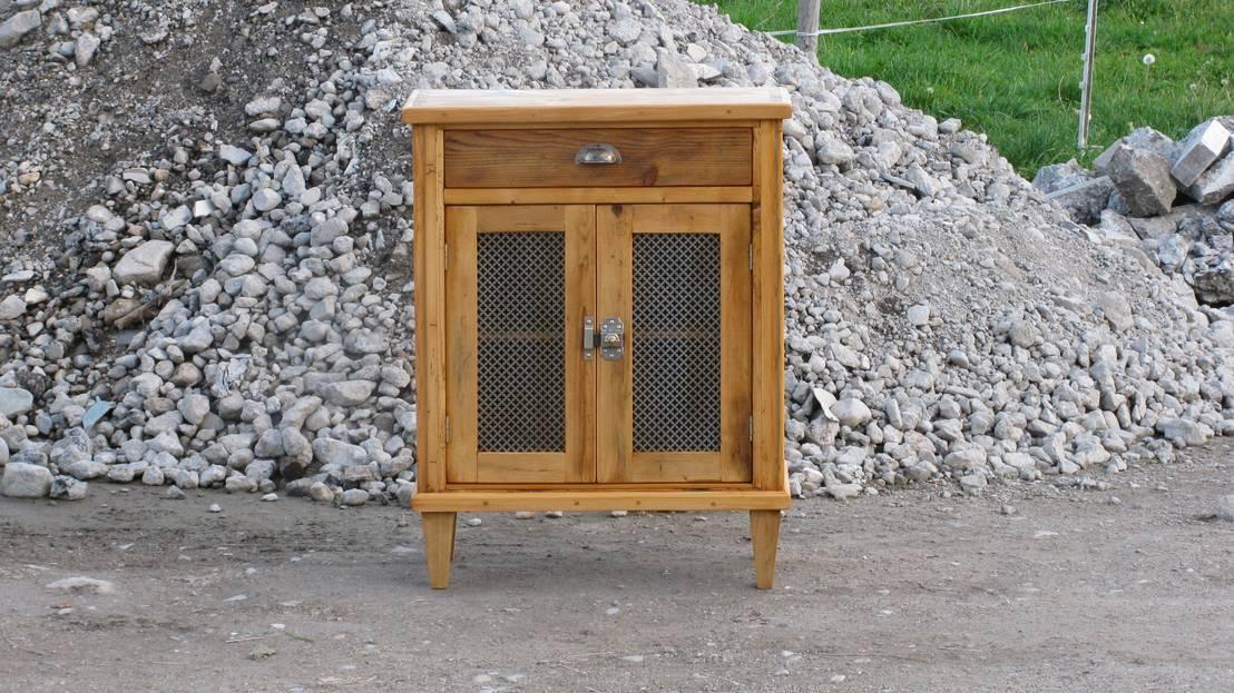 kleinm bel von antik kunst nermesan homify. Black Bedroom Furniture Sets. Home Design Ideas