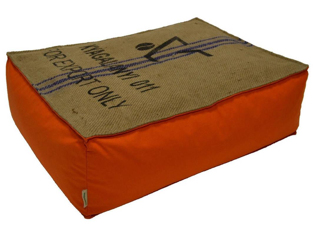 cabane indigo poufs et coussins en toile de jute et coton homify. Black Bedroom Furniture Sets. Home Design Ideas
