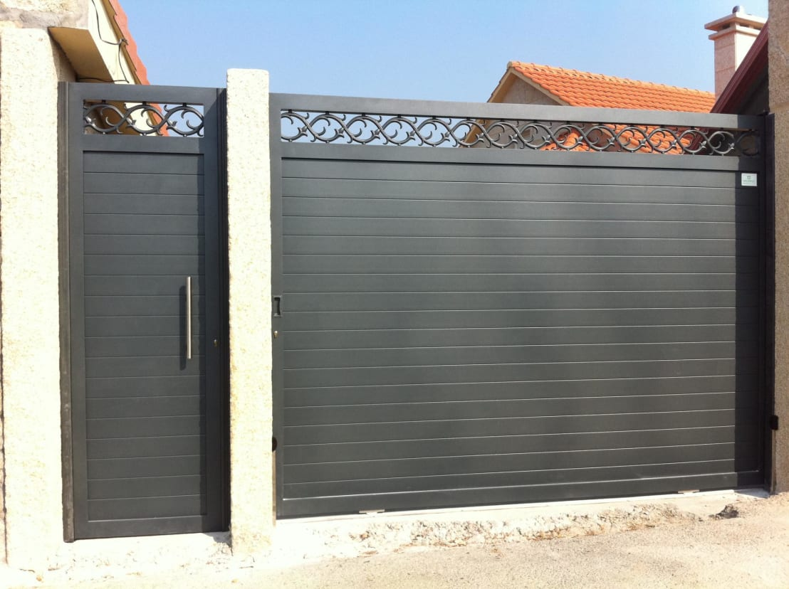 Puertas correderas y batientes en aluminio soldado - Puertas correderas para jardin ...