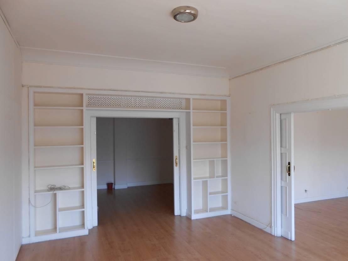 vorher nachher eine alte botschaft wird zur modernen wohnung. Black Bedroom Furniture Sets. Home Design Ideas