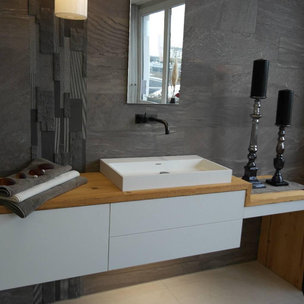italienisches bad design anderer art von keramostone homify. Black Bedroom Furniture Sets. Home Design Ideas