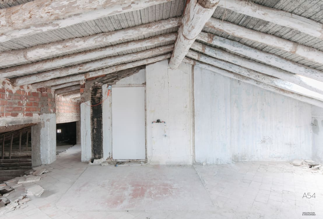 transformer un grenier rustique en loft moderne avec peu de moyens. Black Bedroom Furniture Sets. Home Design Ideas