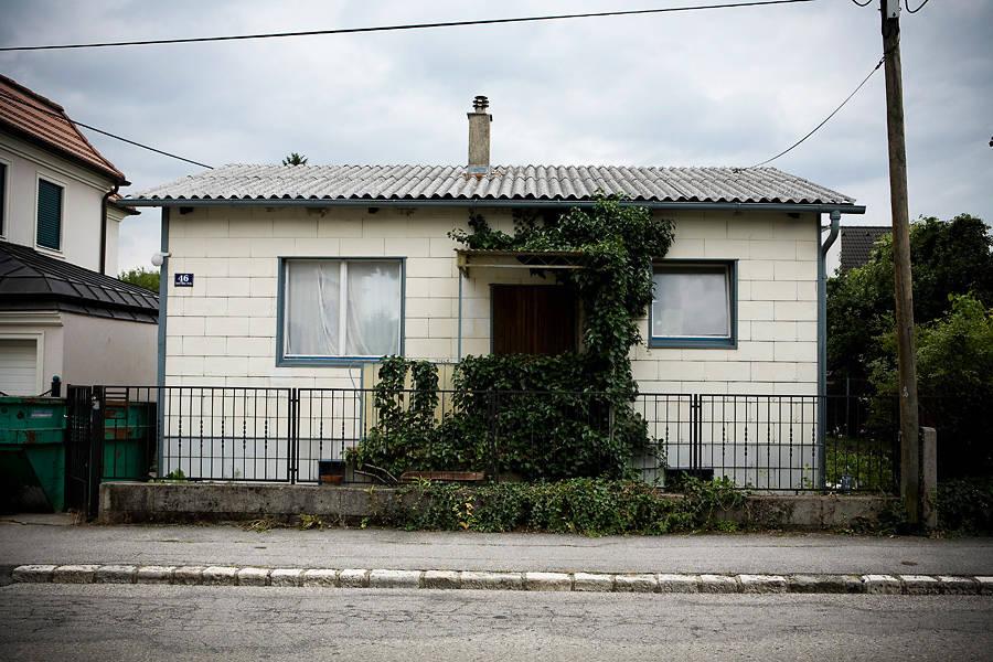Voor en na de indrukwekkende transformatie van een houten huis - Gerenoveerd huis voor na ...