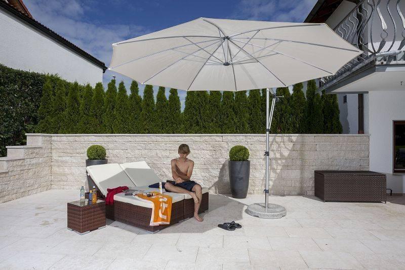 sonnenschirm am pool von mr gruppe homify. Black Bedroom Furniture Sets. Home Design Ideas