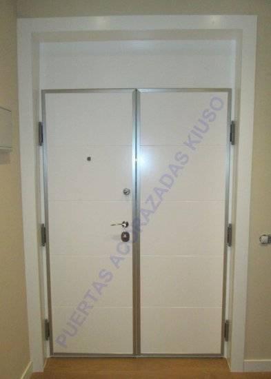 Doble hoja by puertas kiuso homify - Puertas kiuso ...