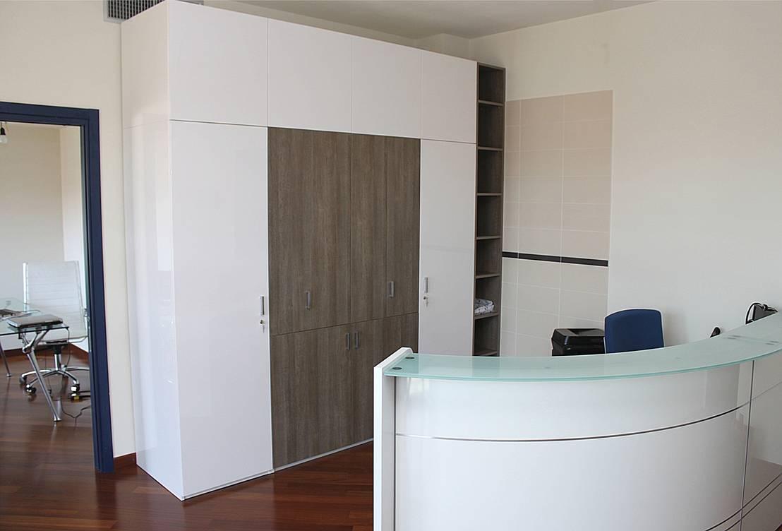 Mobile reception con monoblocco cucina integrato di for Reception mobile
