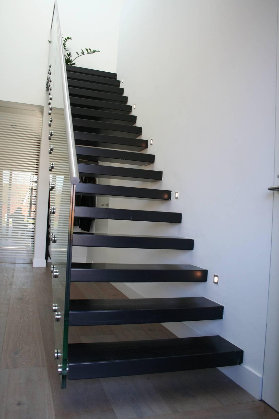 Zwevende trap met glazen balustrade door allstairs for Balustrade trap