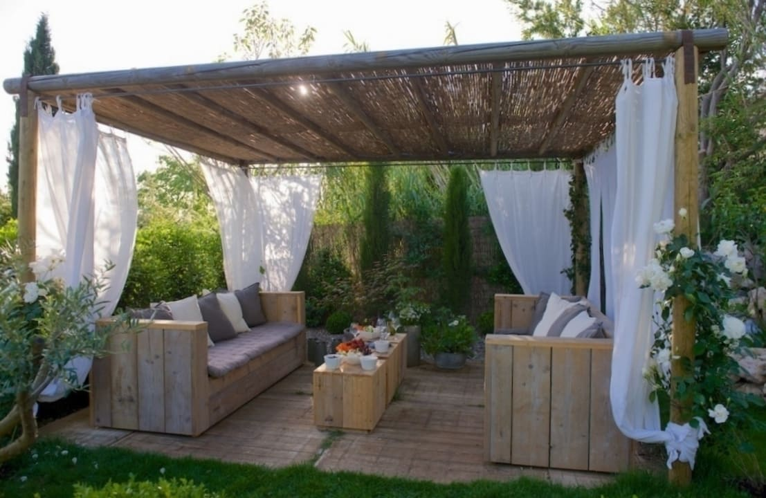 10 grandes pergolas design pour votre jardin. Black Bedroom Furniture Sets. Home Design Ideas
