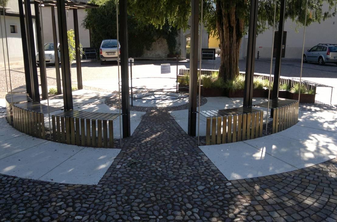Arredo urbano di piazza fruet pergine valsugana tn di for Arredo urbano