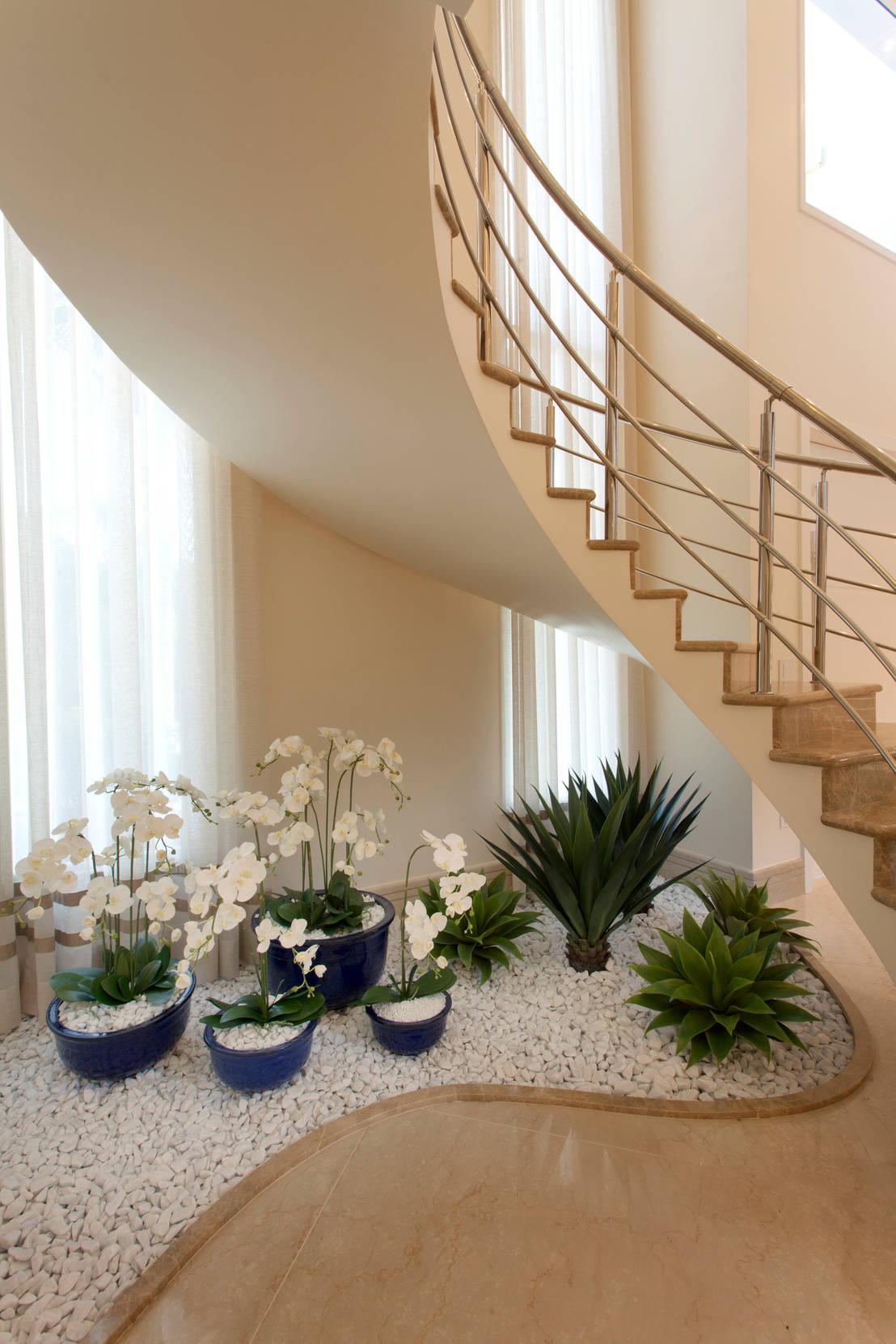Escaleras con jardines de piedra 5 ideas buen simas for Jardines pequenos bajo escaleras
