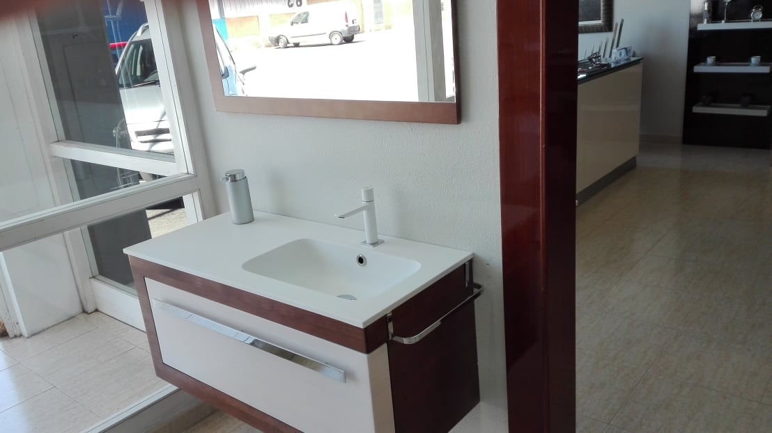 Showroom de cocinas y ba os a rosell homify for Showroom banos y cocinas