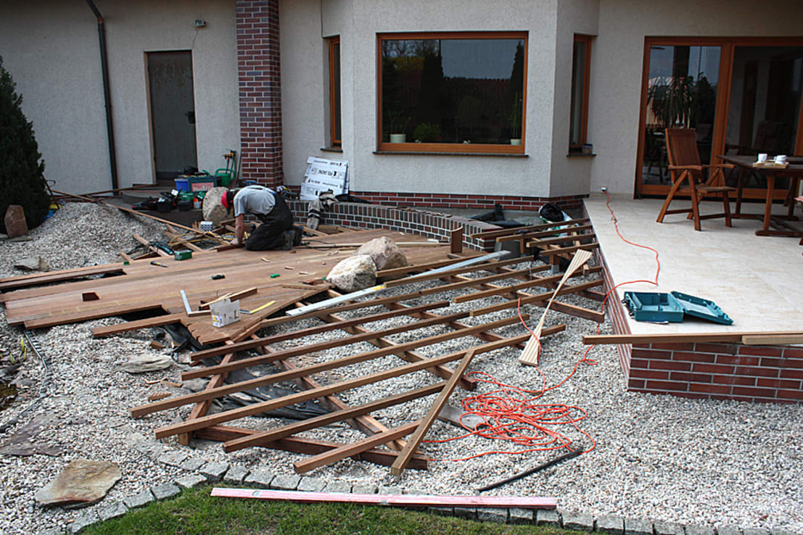 Voor tijdens en na aanleg van een prachtig houten terras - Bedek een houten terras ...