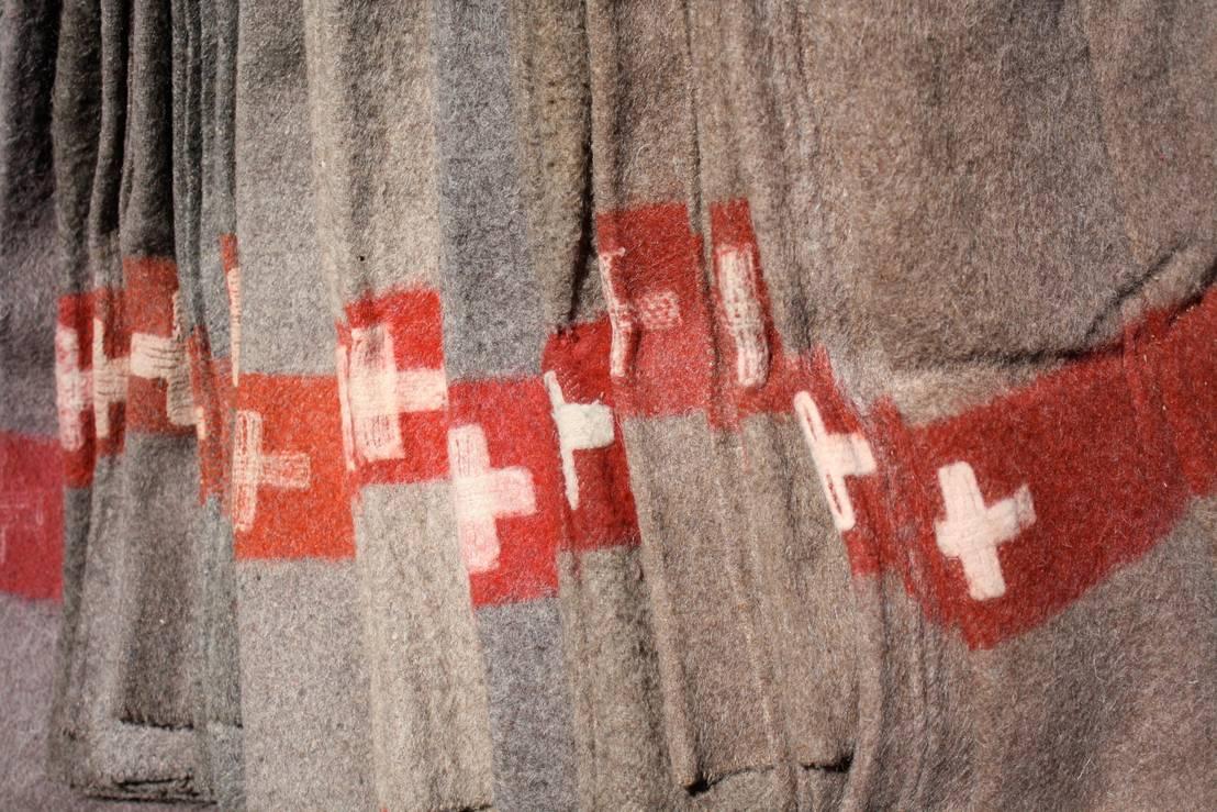 couvertures l 39 armee suisse 100 laine faites mains des origineaux avec l 39 annee de fabrication. Black Bedroom Furniture Sets. Home Design Ideas