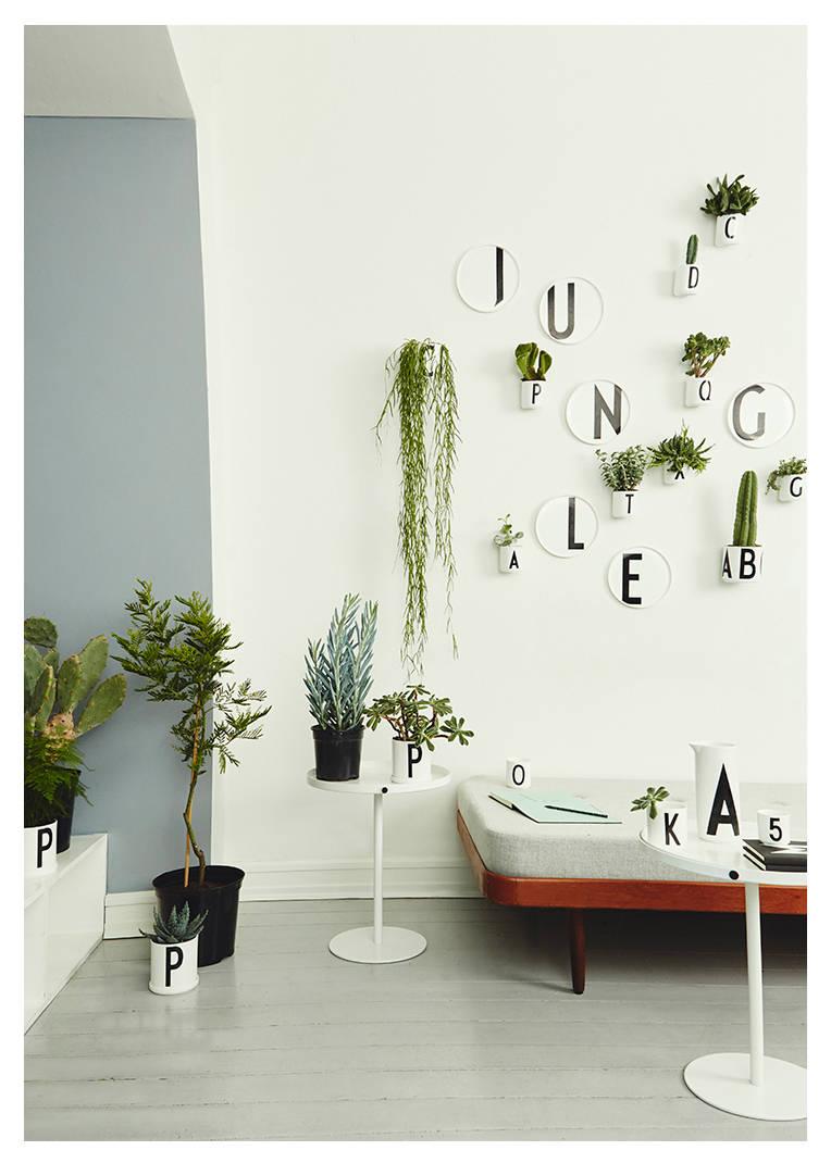 거실에 놓인 화분, 초록빛 인테리어 제안