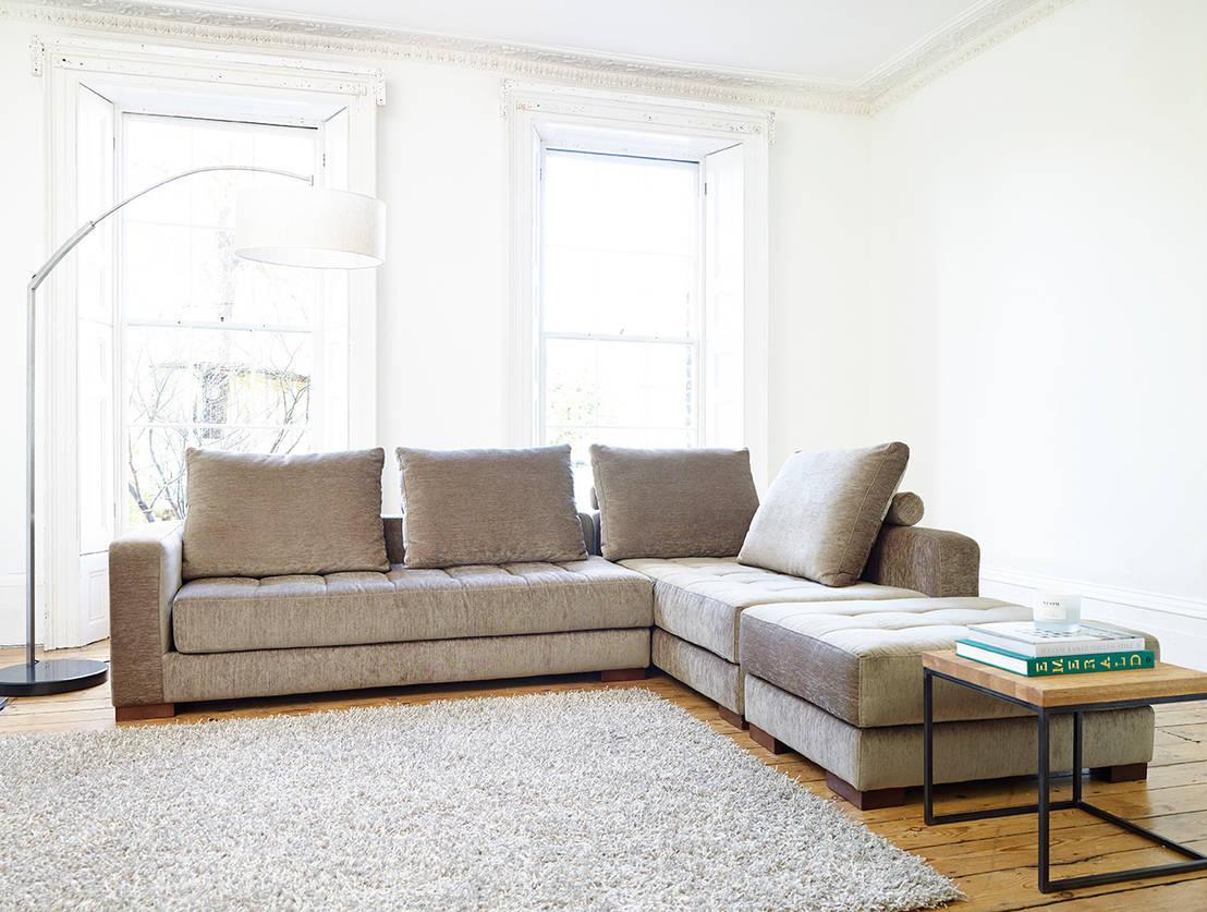 von rotwein bis schokolade so entfernst du hartn ckige flecken von deinem sofa. Black Bedroom Furniture Sets. Home Design Ideas