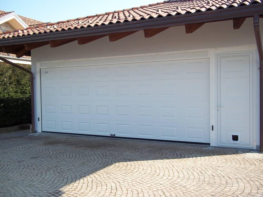 10 vantaggi della porta basculante per garage - Porta garage basculante ...
