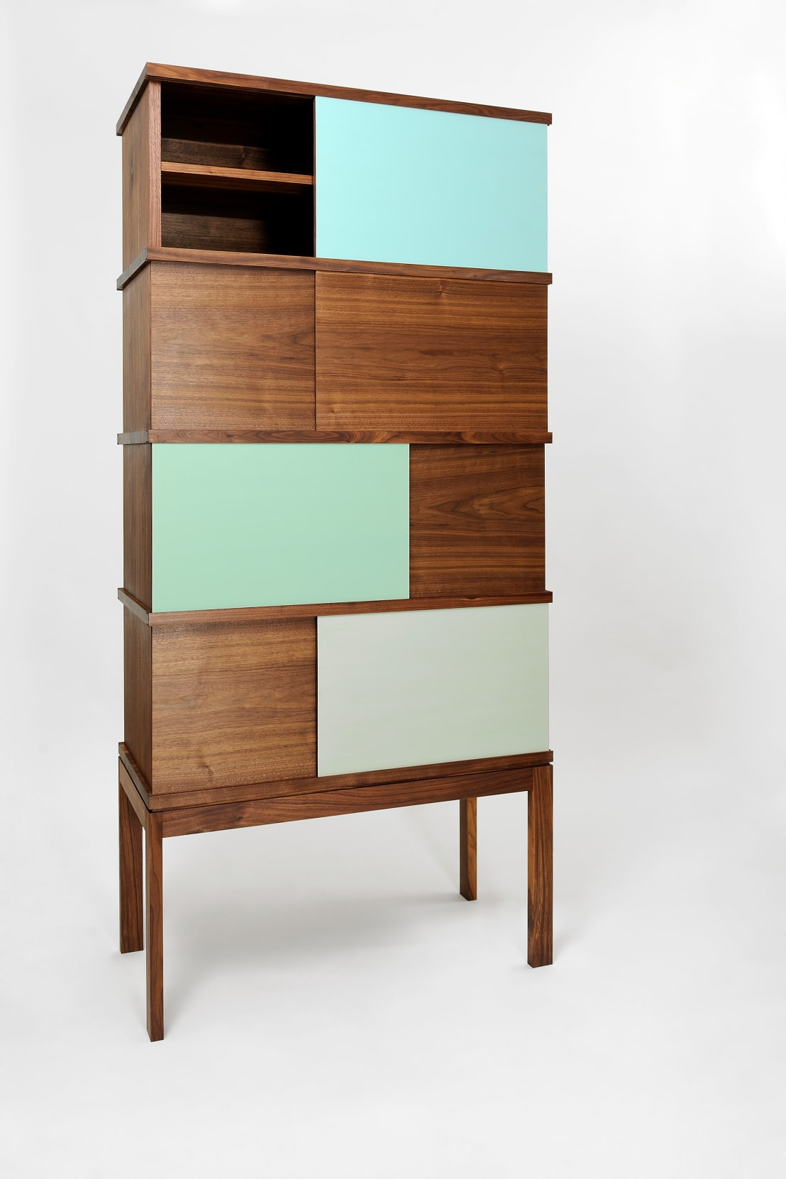 geschirrschrank colorante aus nussbaum von martin wilmes homify. Black Bedroom Furniture Sets. Home Design Ideas
