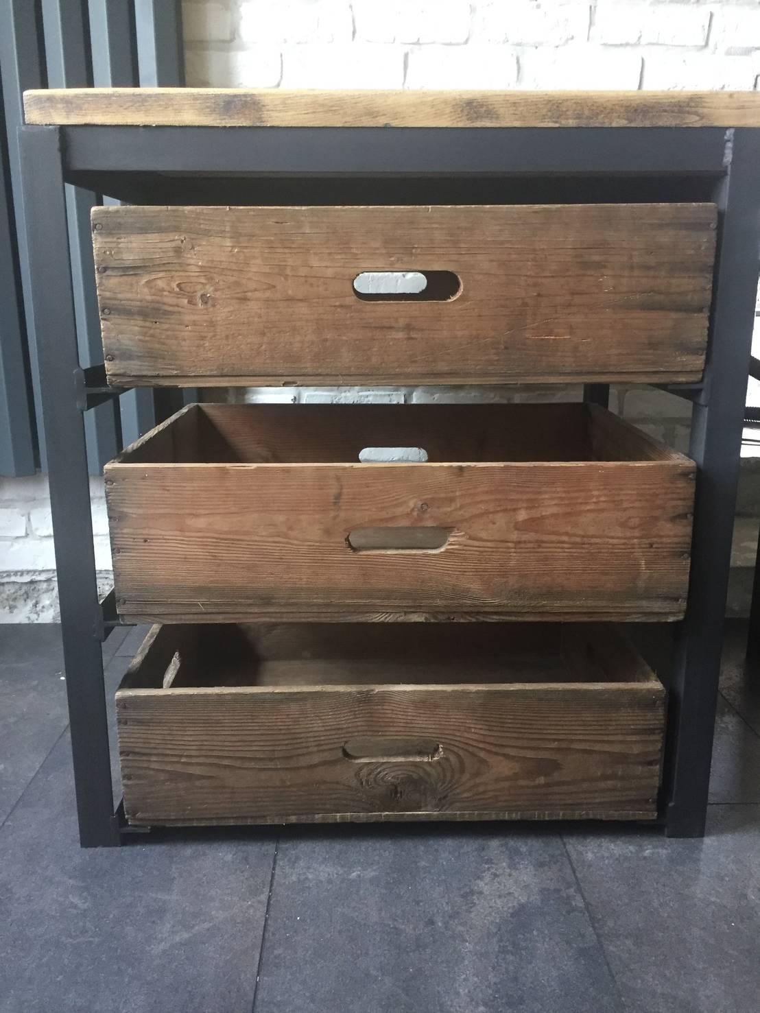 mobilier industriel by metal brut homify. Black Bedroom Furniture Sets. Home Design Ideas