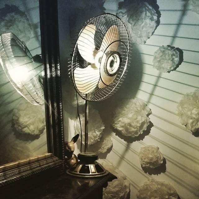 ancien ventilateur devenu une jolie lampe by le camion ben homify. Black Bedroom Furniture Sets. Home Design Ideas