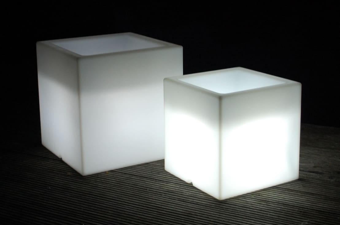 beleuchtete pflanzk bel von ae trade online homify. Black Bedroom Furniture Sets. Home Design Ideas