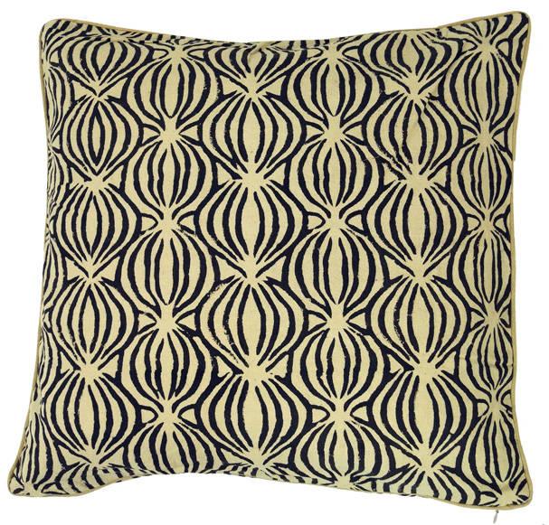 kissen mit geometrischen mustern von guru shop homify. Black Bedroom Furniture Sets. Home Design Ideas