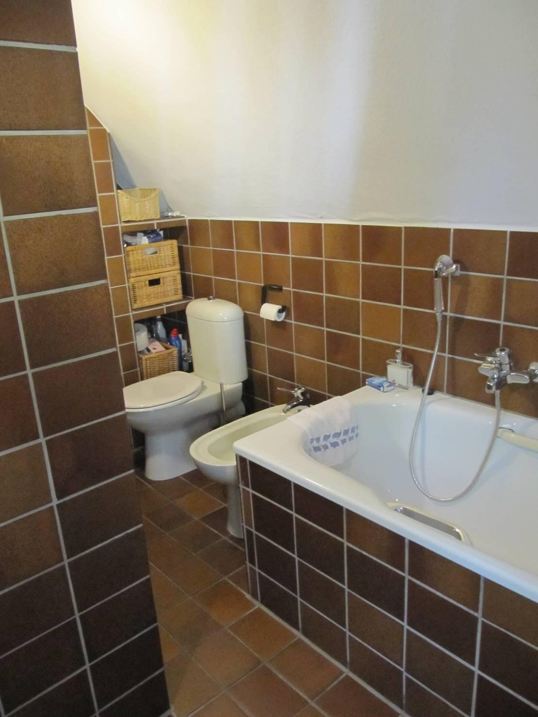 Prima e dopo: la ristrutturazione di un bagno senza speranze