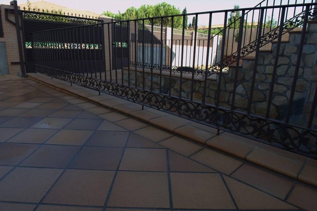 Patio con gres extrusionado natural door revestimientos - Gres rustico extrusionado ...