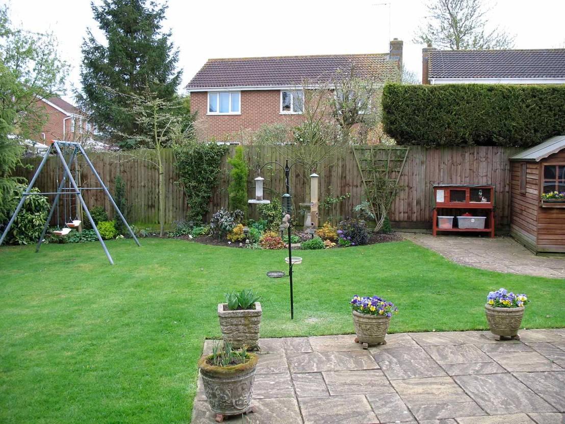 Romantic suburban garden por jane harries garden designs for Suburban garden design ideas