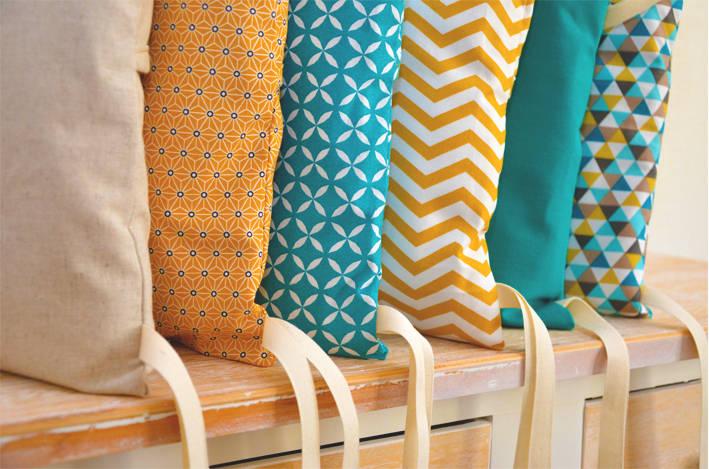 tour de lit 6 coussins d houssables jaune moutarde et bleu canard de ma cocotte homify. Black Bedroom Furniture Sets. Home Design Ideas