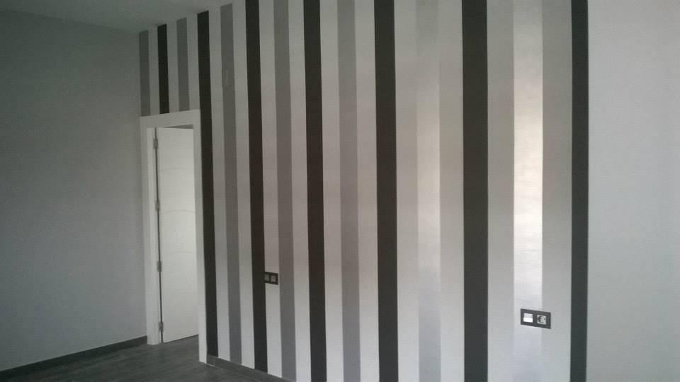 Rayas pintadas en paredes de cms decoraciones homify - Habitaciones pintadas con rayas ...