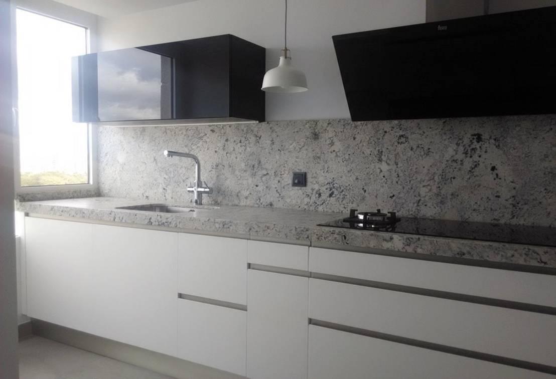 11 fotos de una cocina moderna con tope de granito for Pisos de granito blanco gris
