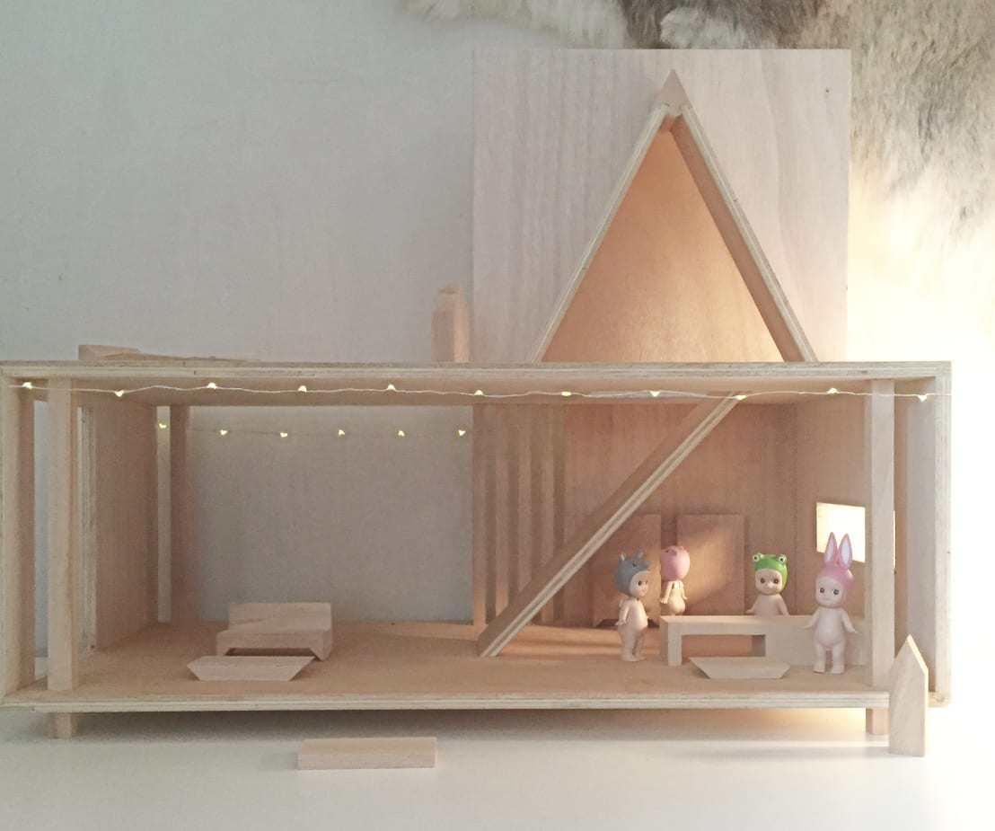 Slowood mouvance design maison de poup e slowood homify for Construire meuble en bois