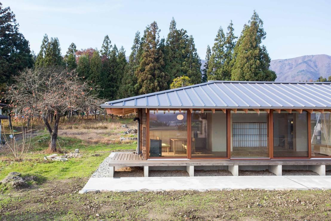 전원생활의 소박한 정을 담은 단층 목조주택