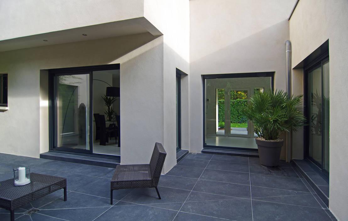 maison contemporaine von pierre bernard cr ation homify. Black Bedroom Furniture Sets. Home Design Ideas