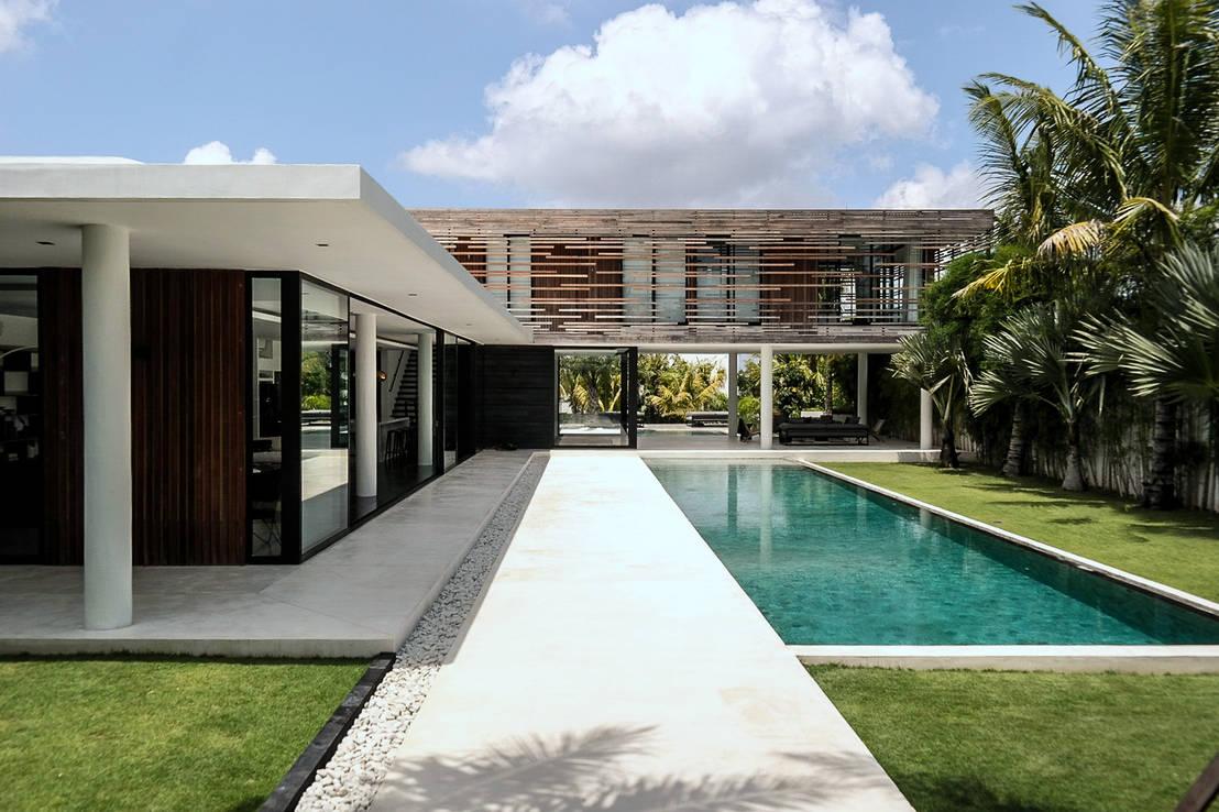 Construction d 39 une villa contemporaine bali by arrivetz - Belle maison d architecte los angeles ...