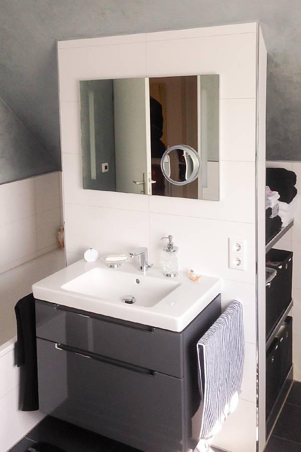 kleines badezimmer unter dem dach von banovo gmbh homify. Black Bedroom Furniture Sets. Home Design Ideas
