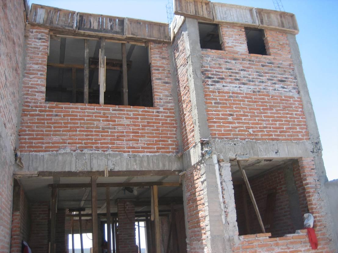 la costruzione di una casa a due piani passo dopo passo