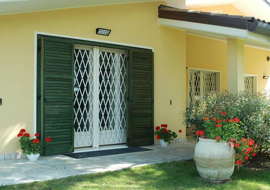 12 porte per aumentare la sicurezza in casa e prevenire i - Porte per la casa ...