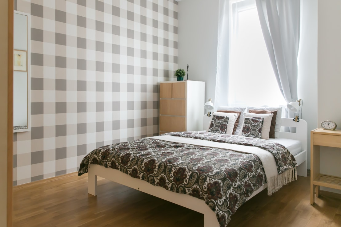 13 beautiful but affordable bedroom designs to copy for Cheap beautiful bedroom designs