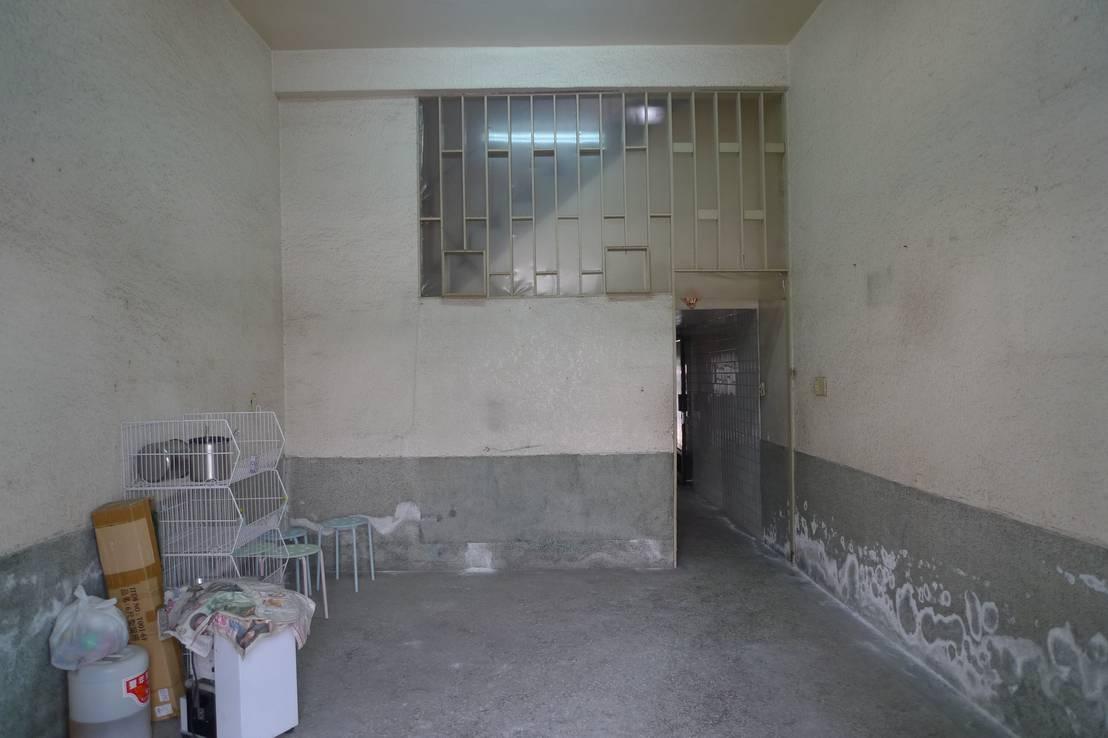 Voor en na kale ruimte wordt bijzonder kleurrijk huis - Voor na gerenoveerd huis ...