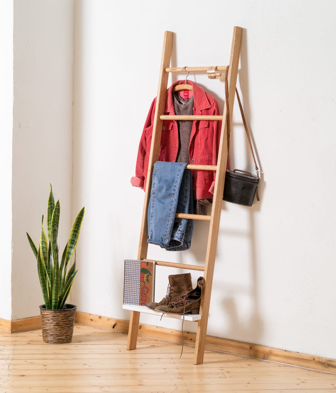 kleiderleiter f r mehr ordnung im schlafzimmer von homify. Black Bedroom Furniture Sets. Home Design Ideas