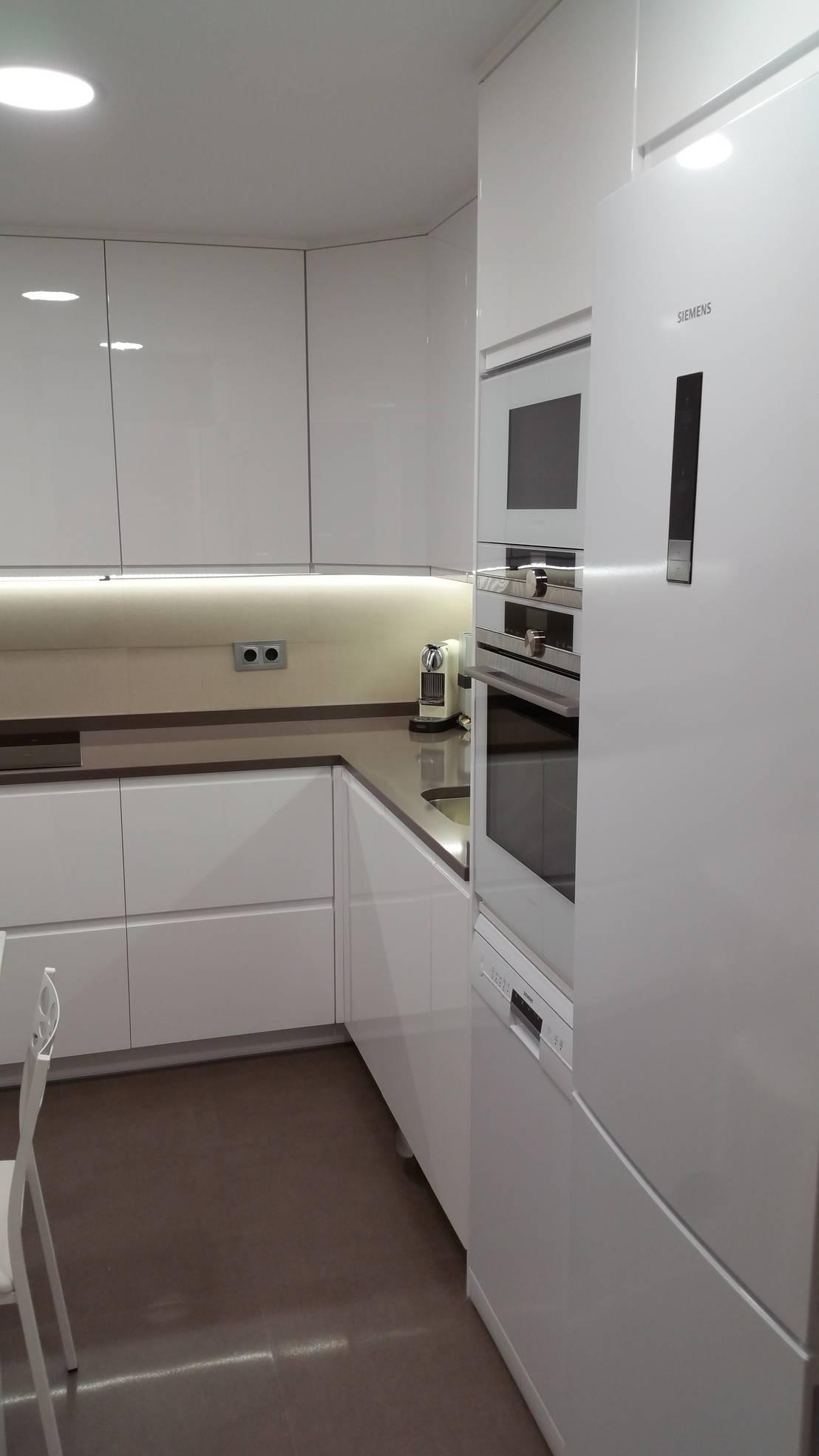 Cocinas blancas cocinas blancas instaladas en madrid de for Imagenes cocinas blancas