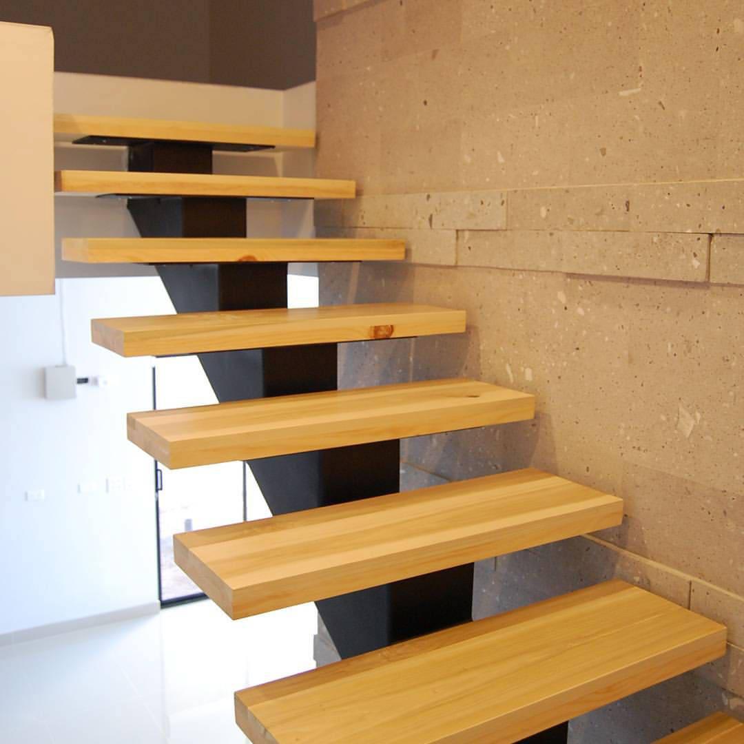 Escaleras madera solida poplar pino de pitaya homify for Escaleras modernas para espacios pequenos