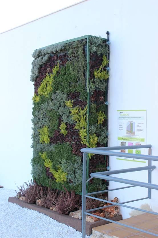 Jardines verticales otra manera de crear paisaje for Libros sobre jardines verticales