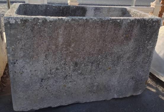 Pilón de piedra