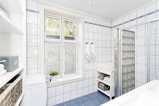 so integriert ihr eure waschmaschine ins kleine badezimmer. Black Bedroom Furniture Sets. Home Design Ideas