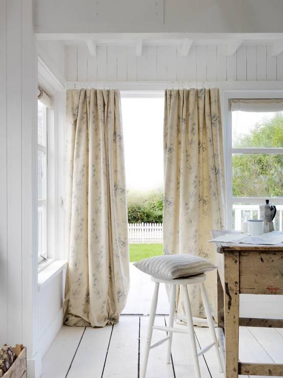 Le tende per cucina tessuti e colori - Tende porta finestra cucina ...