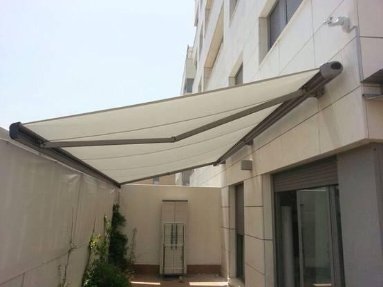 Toldos 10 propuestas fant sticas para proteger tu terraza - Toldos de tela para terrazas ...