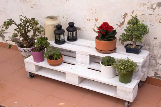 jardineras con palets y otros materiales reciclados