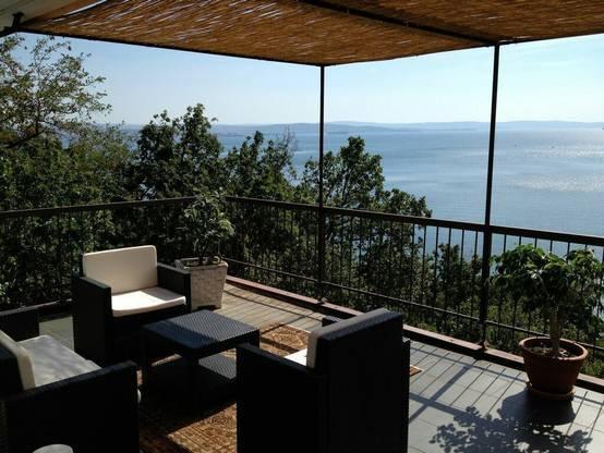 Il terrazzo con rivestimenti in bamb for Arredare un terrazzo fai da te
